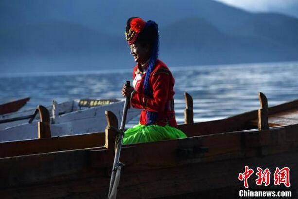 金秋十月泸沽湖晨曦景色美轮美奂